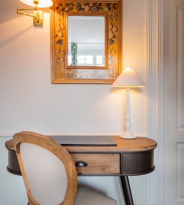 Pretty dressing table hotel chenonceaux