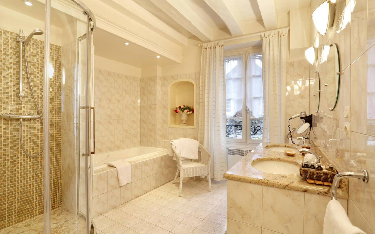 Salle de bain luxueuse splendide hôtel tours