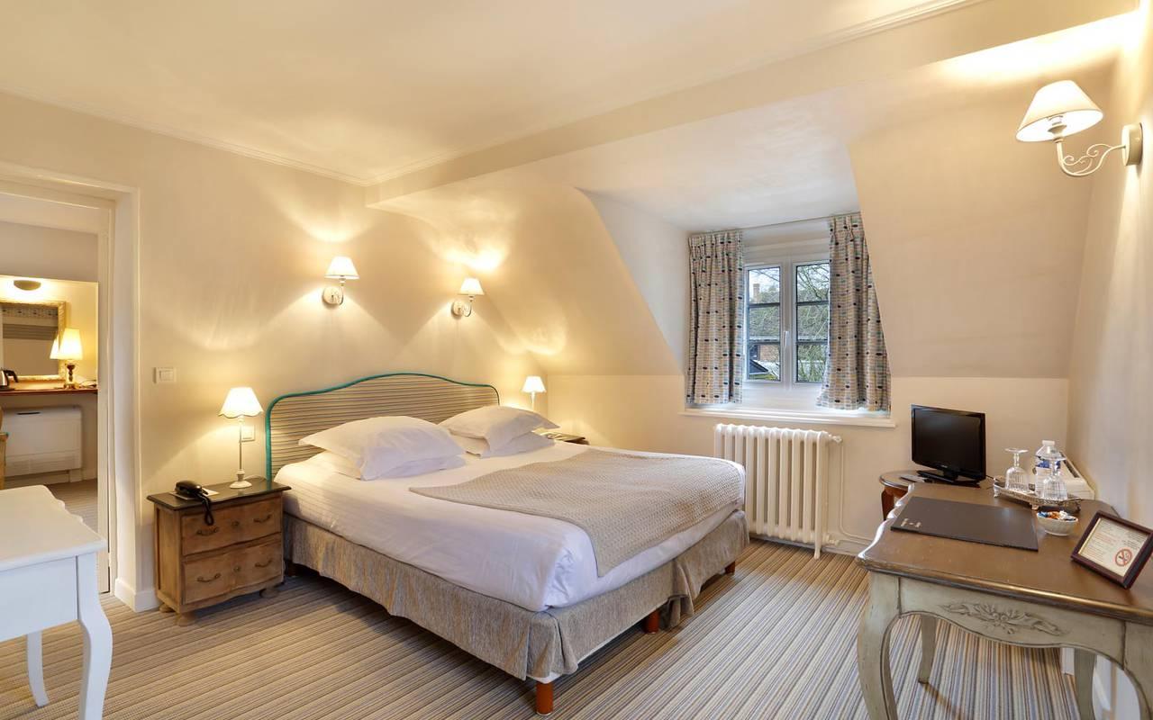 Illuminated double room hotel loire