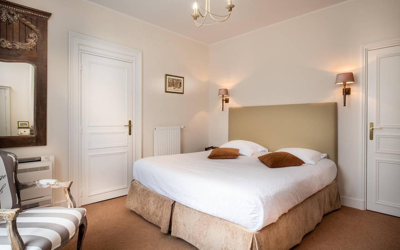 Double chambre spacieuse hôtel touraine
