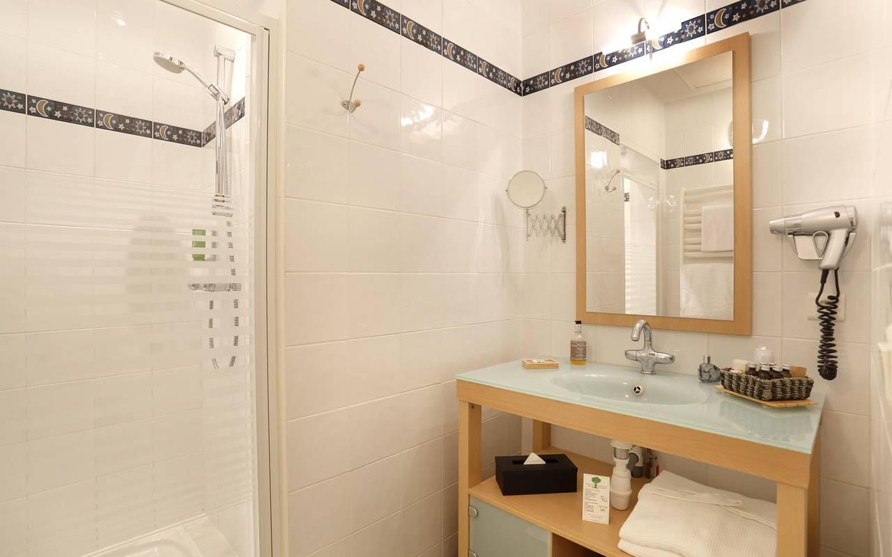 Grand miroir de la salle de bain hôtel chenonceaux