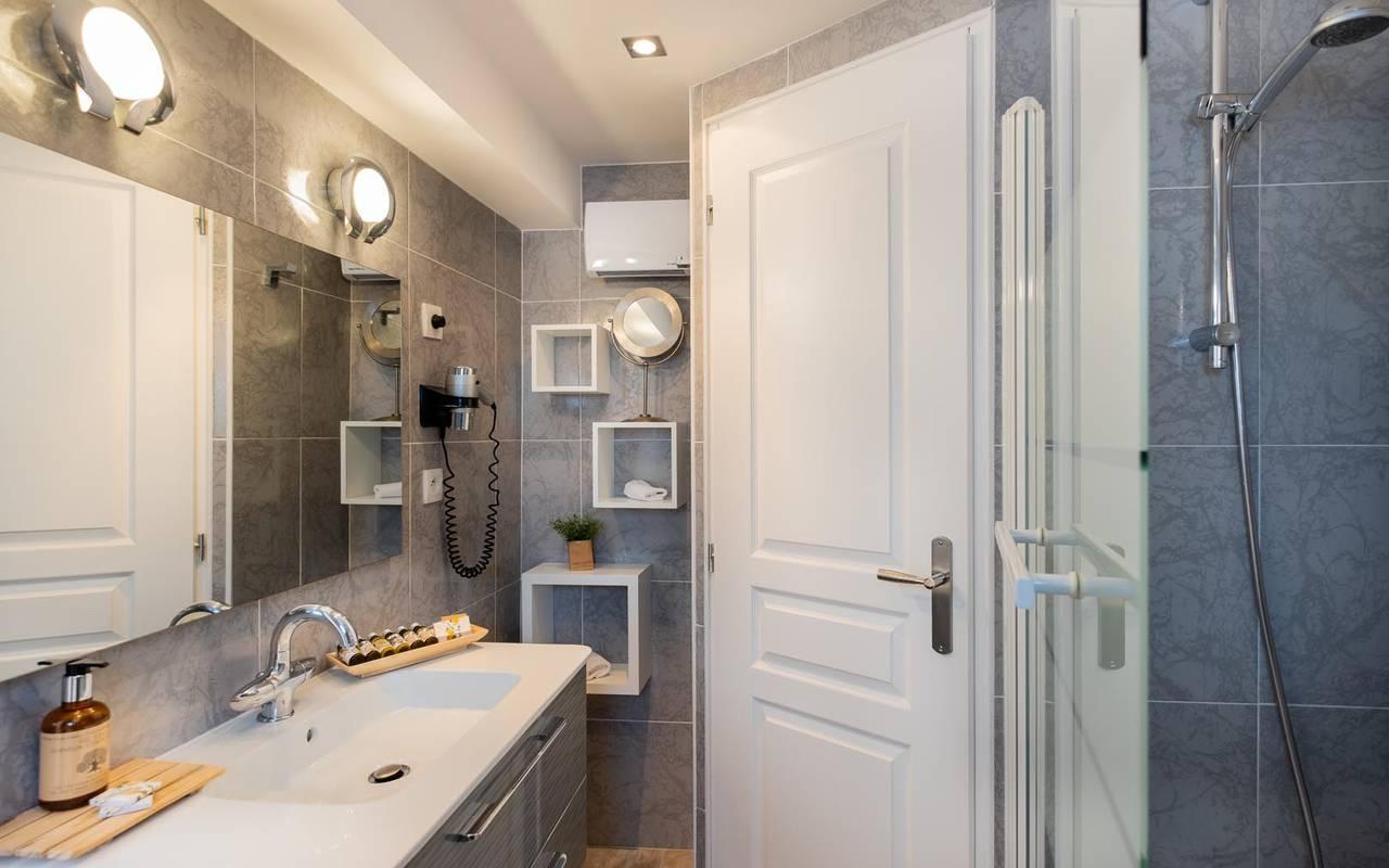 Jolie salle de bain hotel chenonceaux