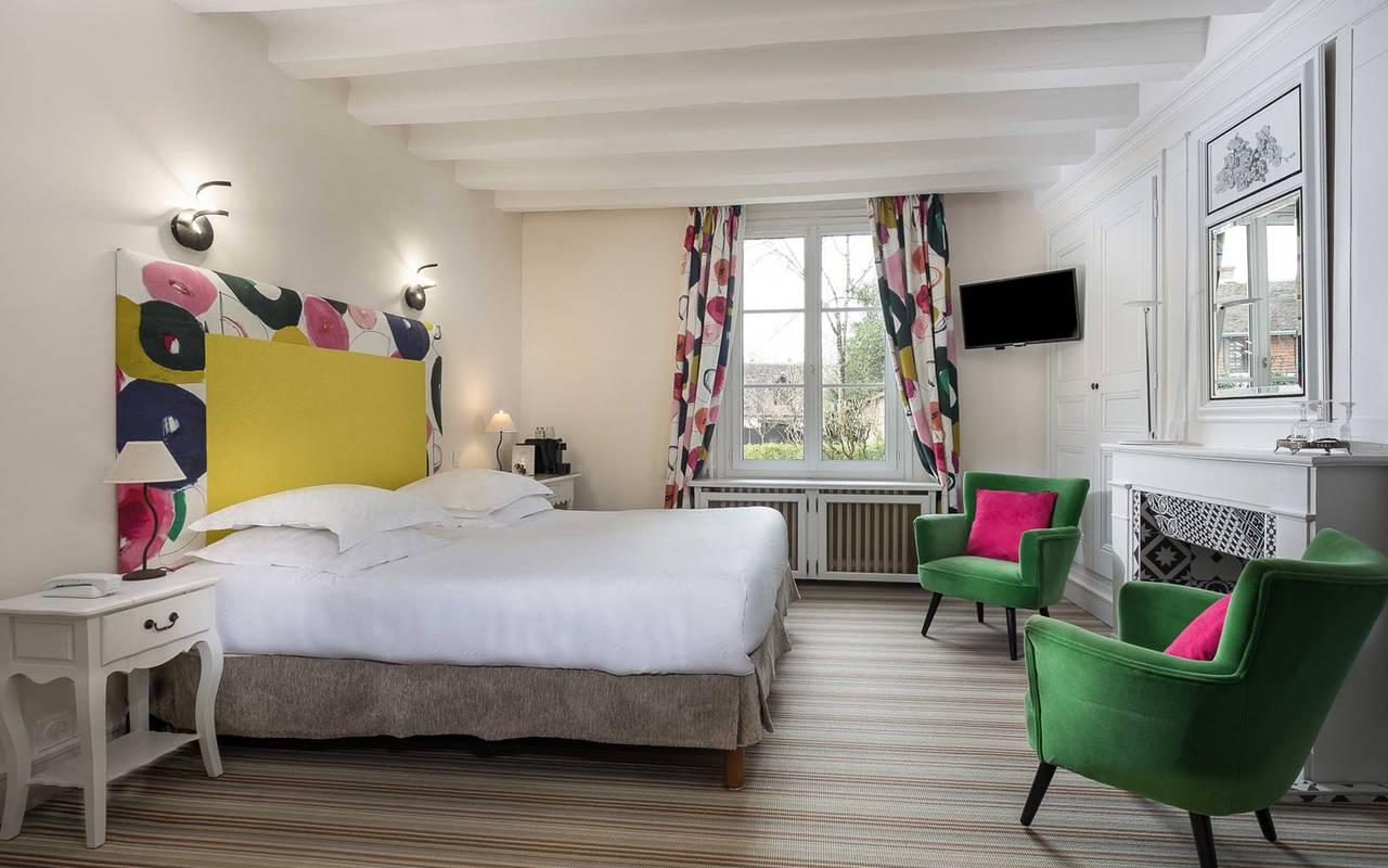 Chambre double colorée hôtel chenonceau