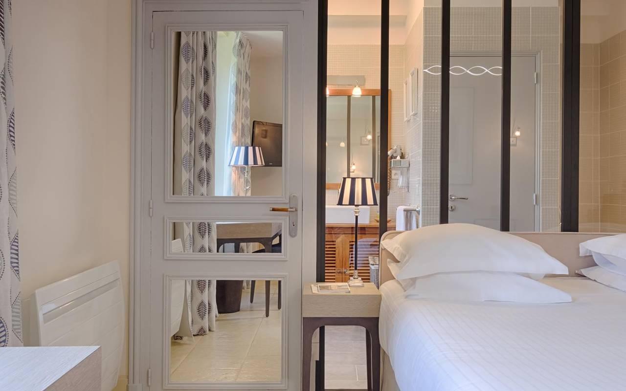 Grande chambre décorée hôtel tours
