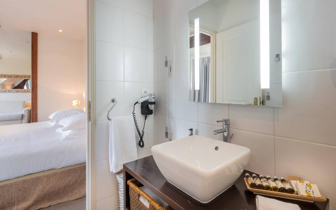 Grande salle de bain hôtel tours