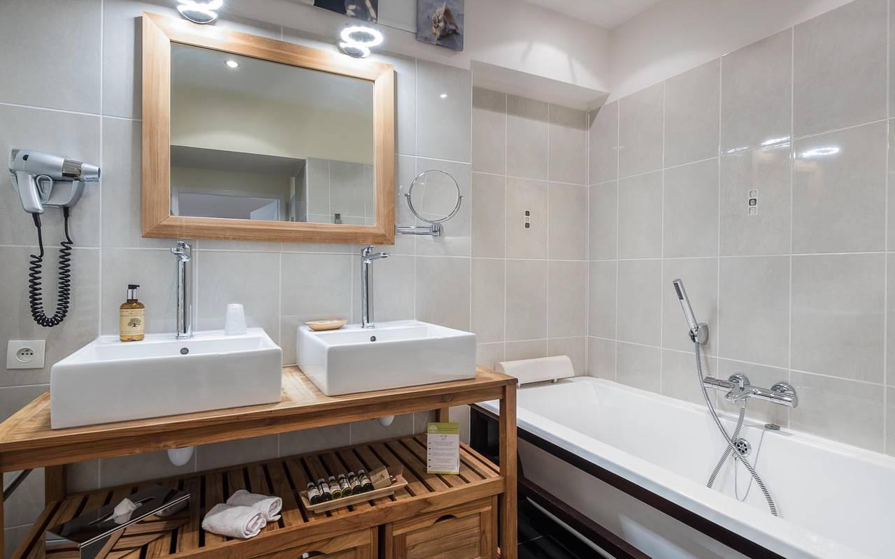 Salle de bain neuve luxueuse hôtel tours