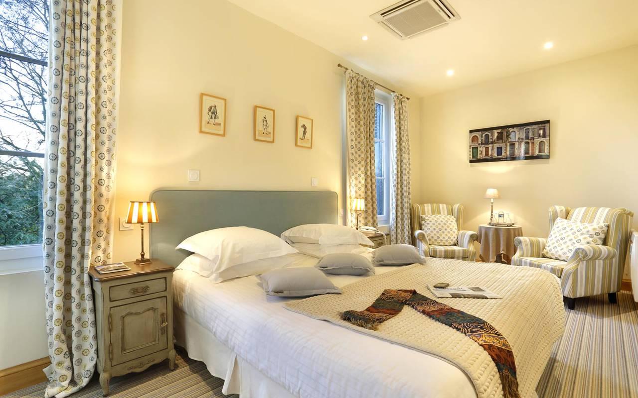 Grande suite spacieuse hôtel loire