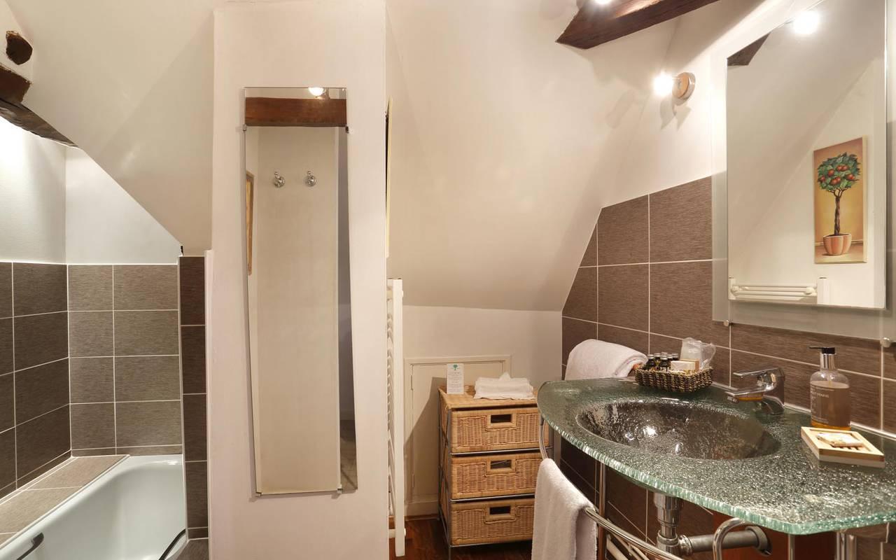 Grande salle de bain prestigieuse hôtel loire