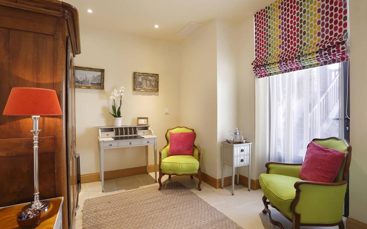 Luxueuse chambre colorée hôtel loire