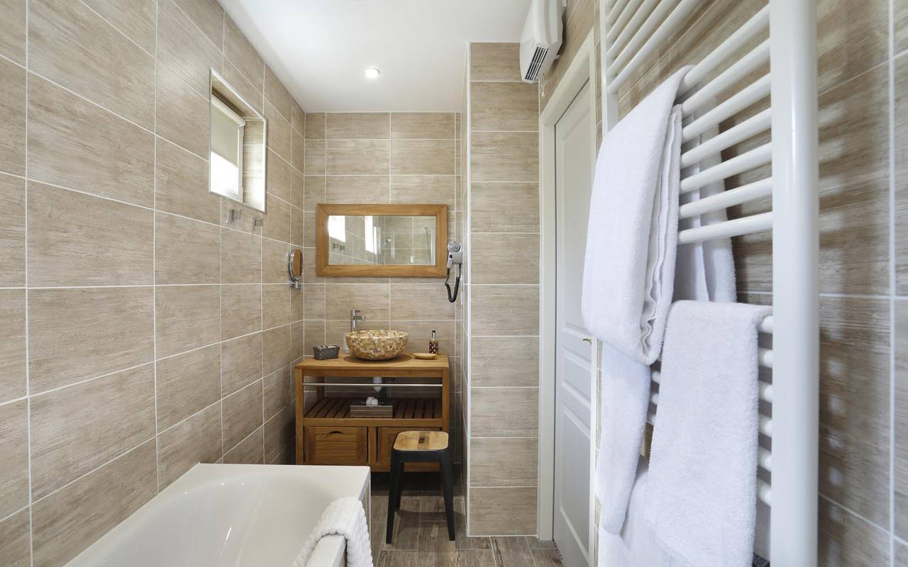 Salle de bain luxueuse hôtel touraine