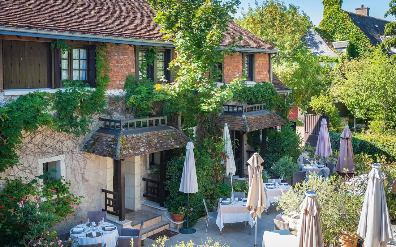 Façade fleurie restaurant loire et indre