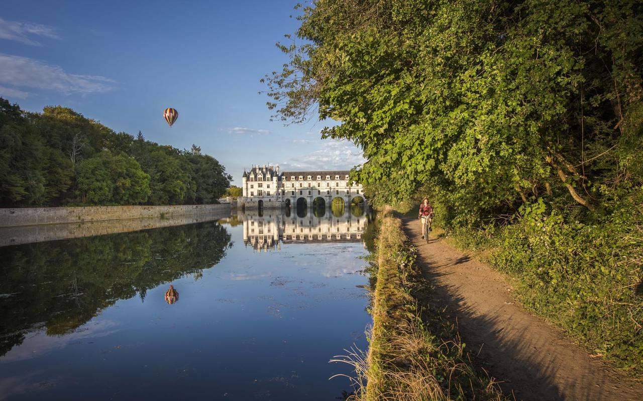 Paysage avec montgolfière séjour château de la loire