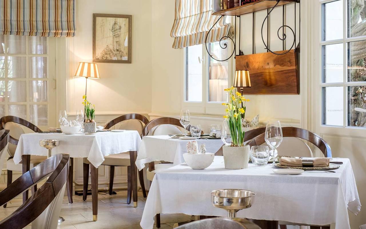 Table de restaurant hôtel de luxe loire