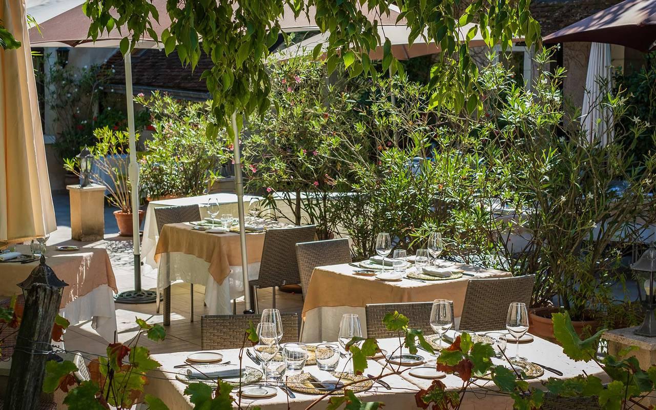 Terrasse du restaurant hôtel de luxe loire